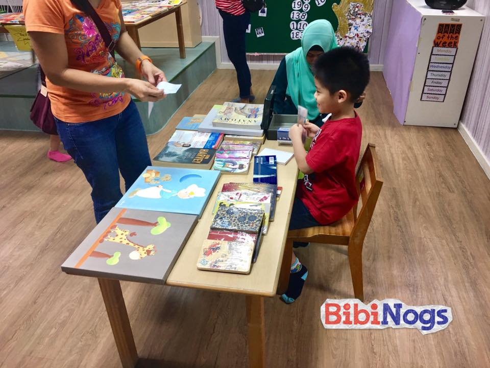 Prior to the event, BibiNogs' families and friends donated pre-loved and new books. The books were sold at the charity event and all proceeds go directly to NUHS Fund.